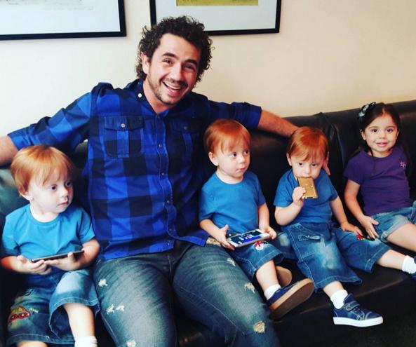 trigêmeos no Encontro - Andreoli com meus filhos