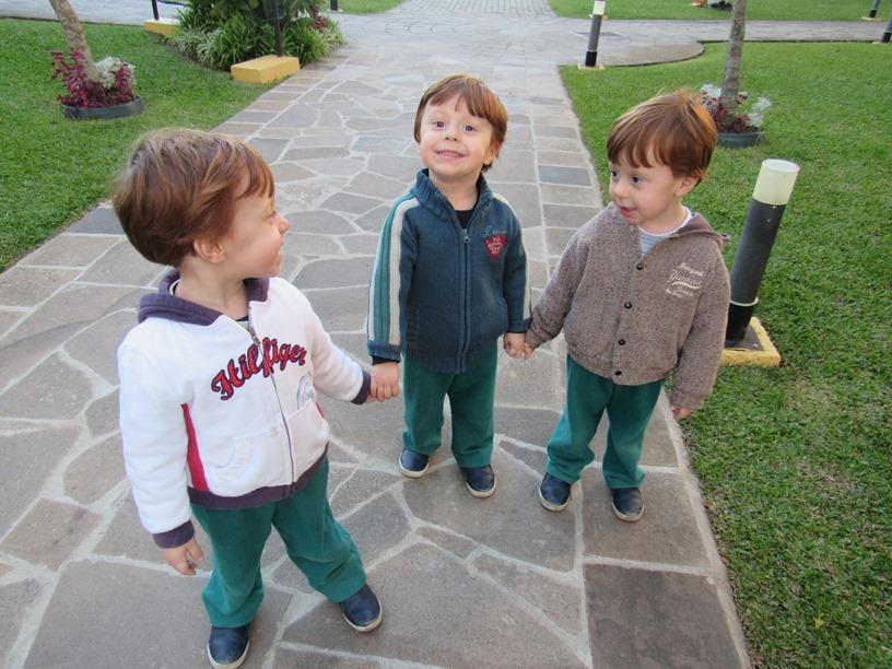perguntas sobre o relacionamento entre os trigêmeos