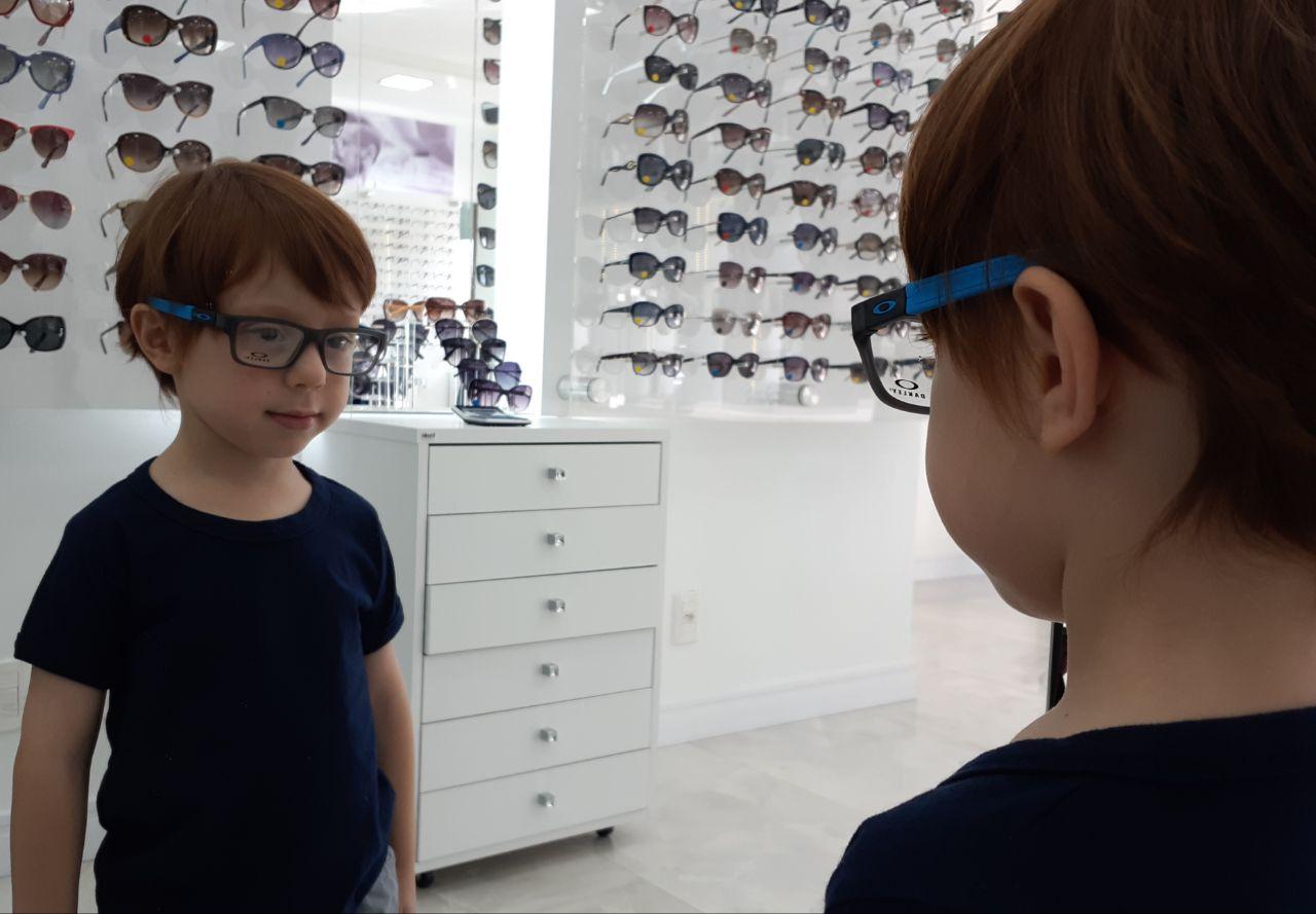 5346c1b8dce3f Meu filho precisa usar óculos   Os Trigêmeos da Michele