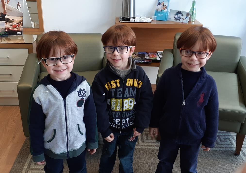 meus trigêmeos precisam usar óculos